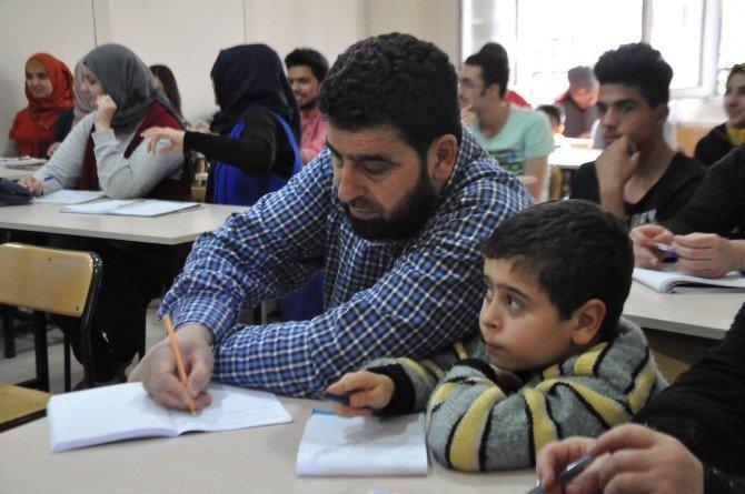 Sığınmacılar Türkçe Öğreniyor