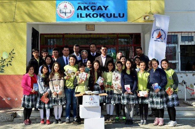 Muratpaşa'dan Köy Okullarına 10 Bin Kitap