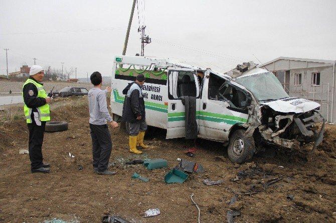 Cenaze Aracı Kaza Yaptı: 2 Yaralı