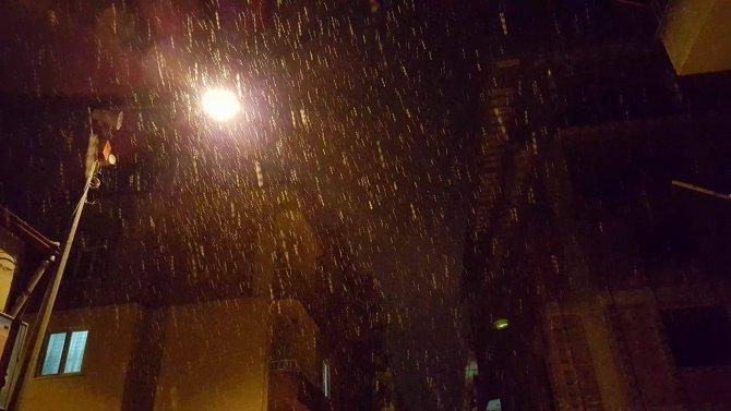 Havza'ya kar yağışı başladı