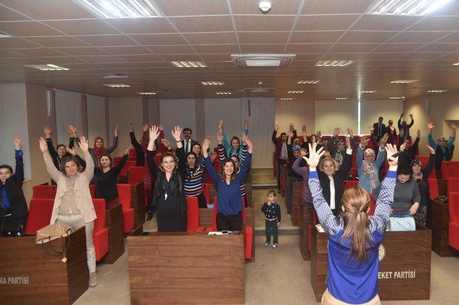 Sağlık yürüyüşüne katılan kadınlara seminer