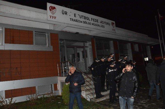 Trabzonsporlu Taraftarlar Sokağa Döküldü