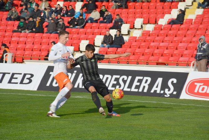 Akhisar Belediyespor: 0 - Medipol Başakşehir: 0 (İlk yarı)
