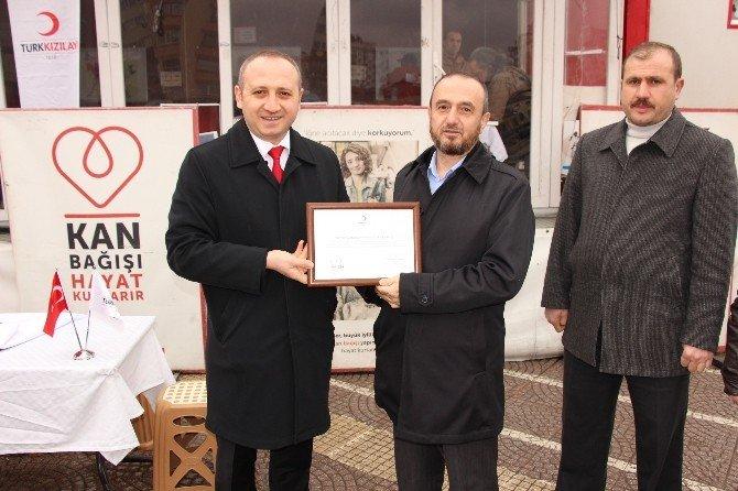 Semerkand'dan Türk Kızılayı'na Kan Bağışı