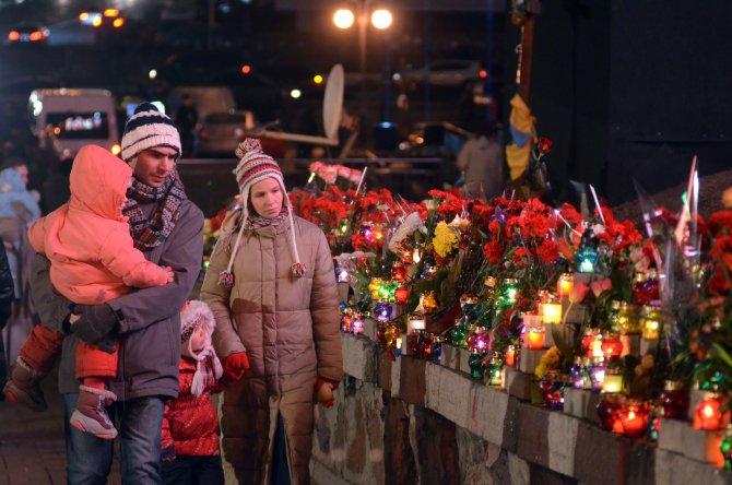 Ukraynalı eylemciler meydanda geceledi