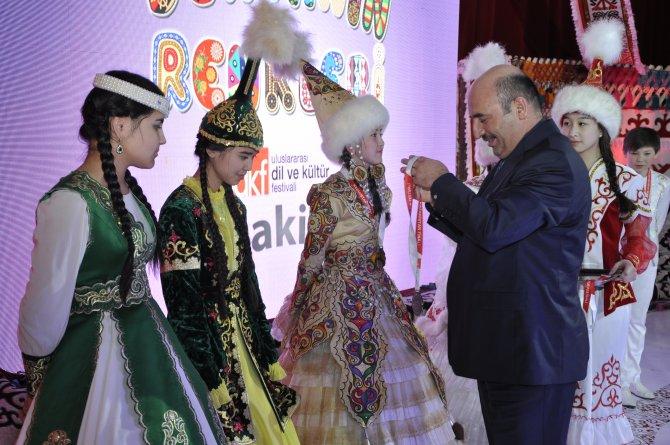 Dil ve Kültür Festivali'nin Kazakistan finali renkli görüntülere sahne oldu