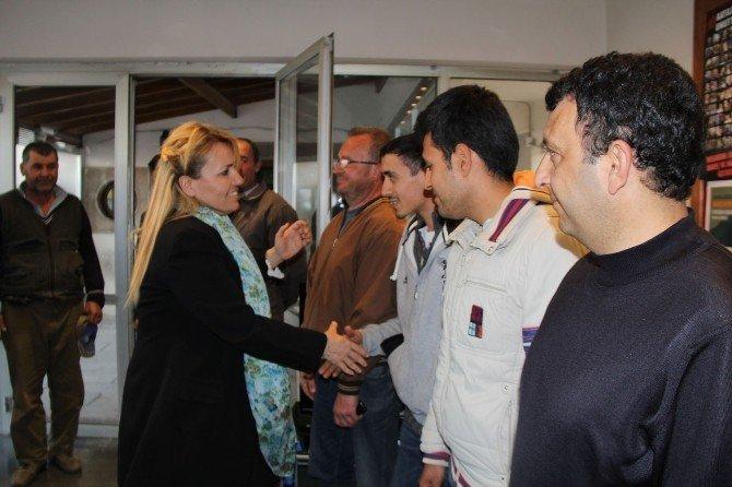 Belediye İşçileri Başkan Sibel Uyar'a Teşekkür Etti