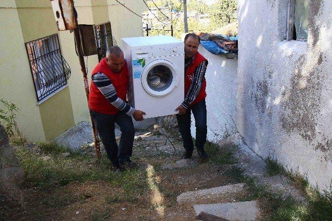 Bayraklı Belediyesinden Vatandaşlara Örnek Yardım