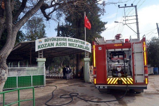 Mezarlıktaki Yönetim Binasında Çıkan Yangın Korkuttu