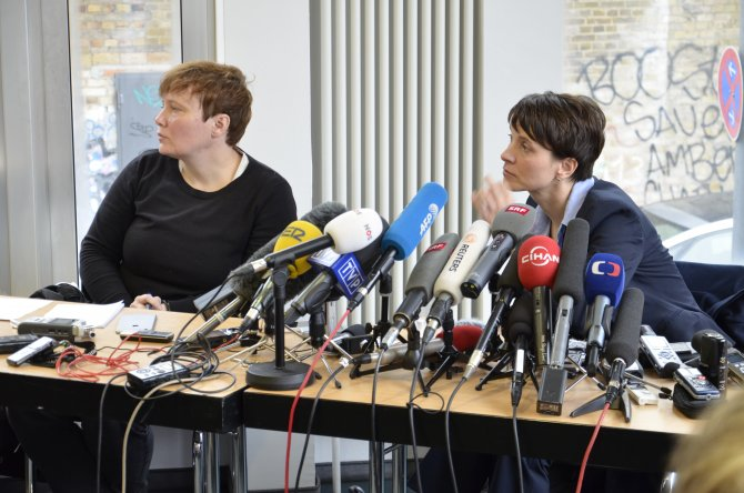 Gazetecilere akredite uygulayan AfD'den 'aşırı sağcı değiliz' mesajı