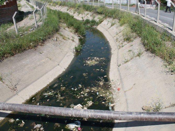 AK Partili Özdağ Sulama Kanalı Kirliliğine Çözüm Getirdi