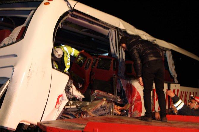 Aydın'da yolcu otobüsleri çarpıştı: 1 ölü, 28 yaralı