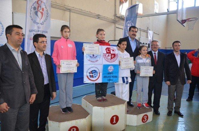 Analig Karate Yarı Final Müsabakaları Sona Erdi