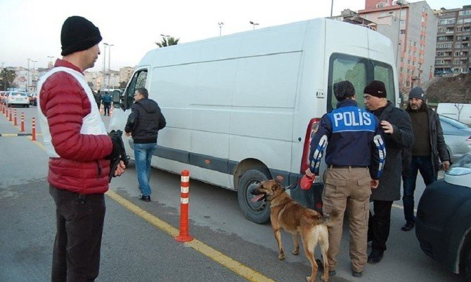 Polis Bomba Dedektör Köpekleriyle Feribot İskelesine Gelen Araçları Kontrol Etti
