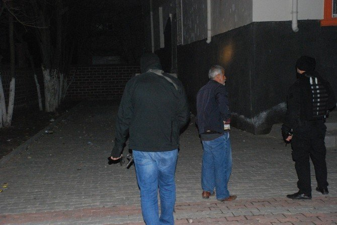 Batman'da Bir Okula El Yapımı Bomba Atıldı