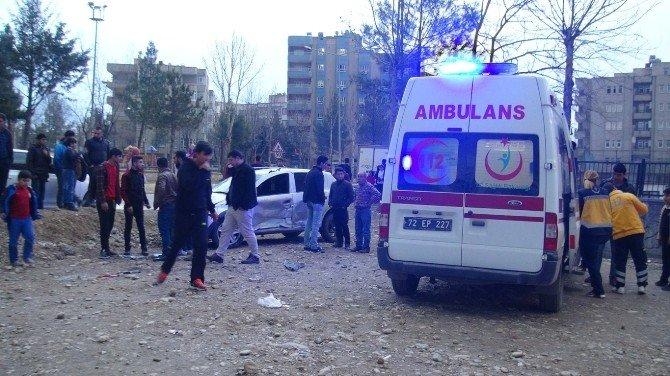Batman'da Üç Aracın Karıştığı Kazada 4 Kişi Yaralandı