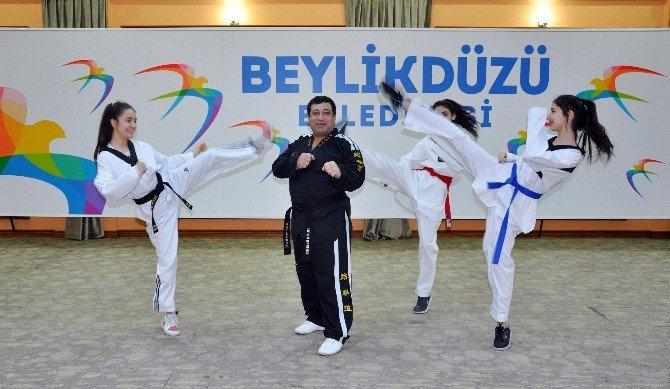 Taekwondoculara Kuşak Töreni Yapıldı