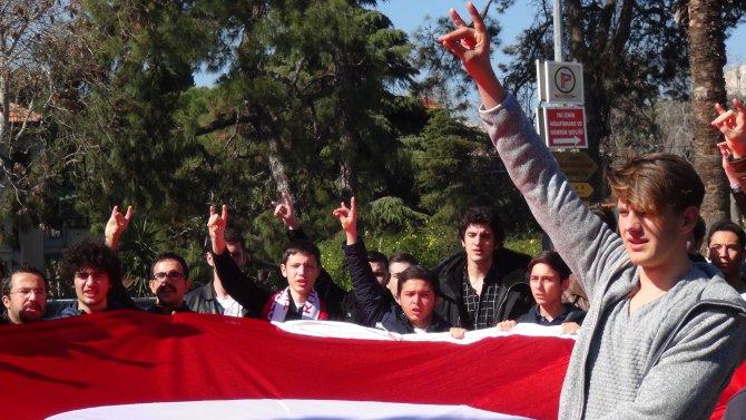 Fırat Yılmaz Çakıroğlu için rektörlük önünde toplandılar