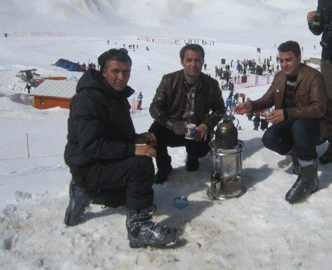 Hakkari'de 2800 Rakımda Kayak Keyfi