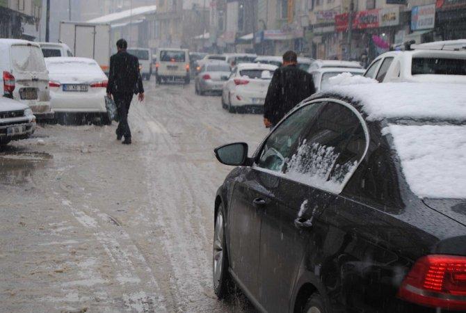 Hakkari'de yağmurla karışık kar