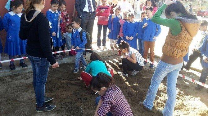 Hasanlar Ortaokulu'nda 'Arkeolojik Kazı' Etkinliği