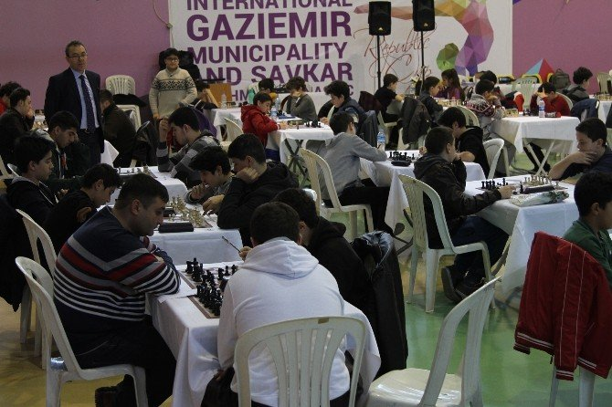 Gaziemir'de Nefes Kesen Satranç Turnuvası