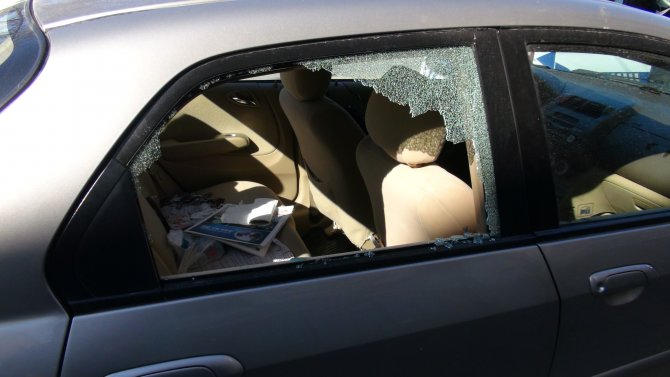 Arabasını soyan hırsızı suçüstü yakaladı