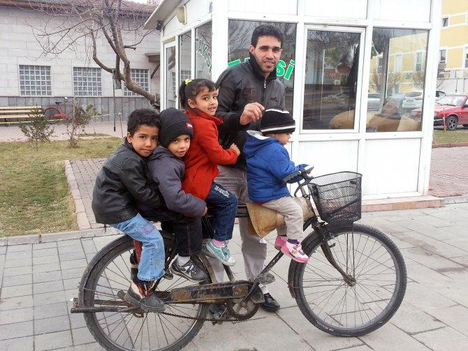 4 Suriyeli çocuğun gülümseten yolculuğu