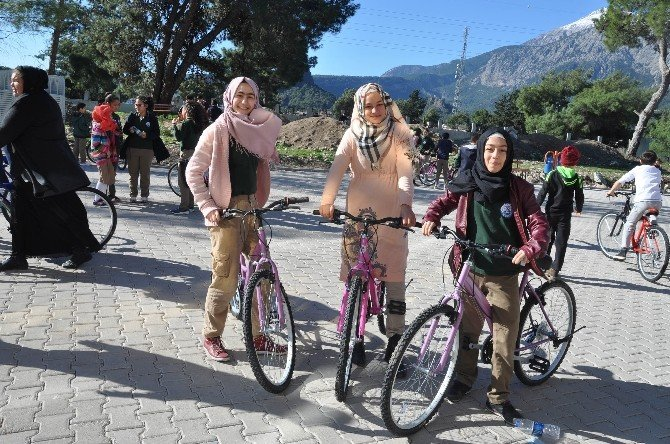 Kemerli Öğrencilerinin Bisiklet Sevinci