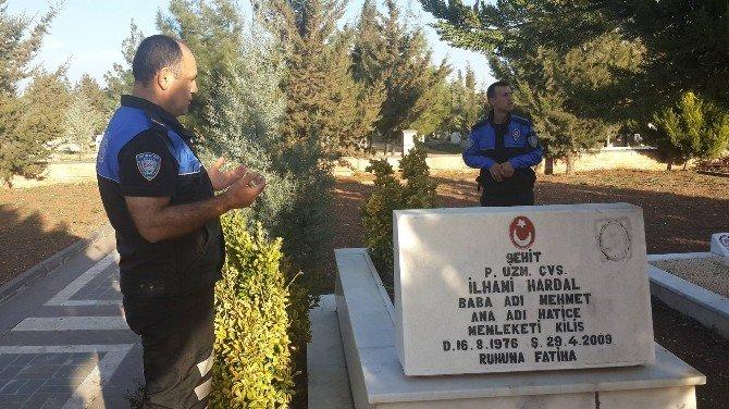 Polisler, Şehitlerin Mezarlarını Ziyaret Etti