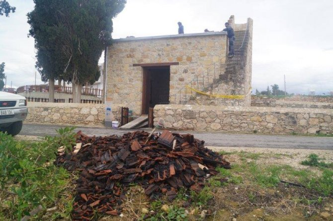 Güney Kıbrıs'ta kundaklanan camide inceleme yapıldı