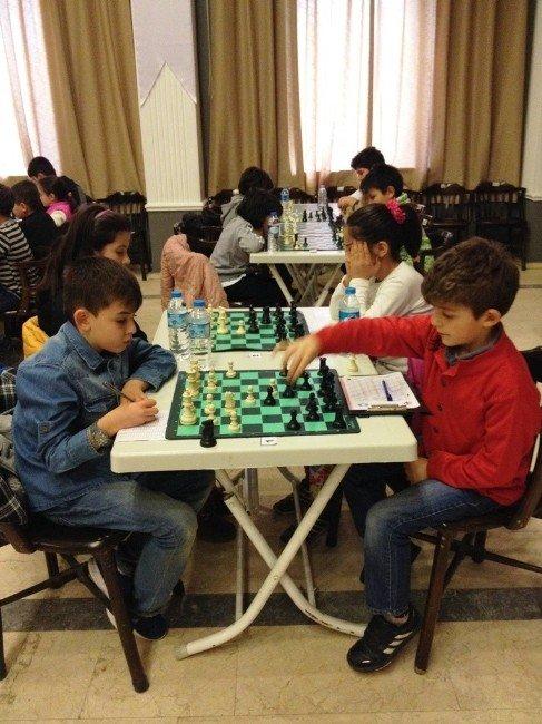 Ayvalık Yeni Yıl Satranç Turnuvası Sonuçlandı