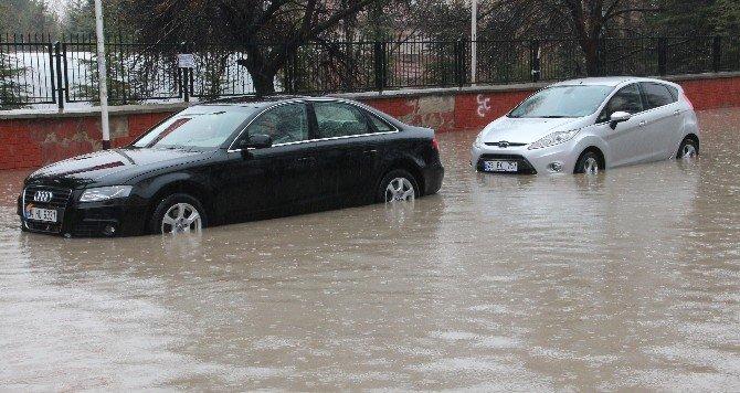 Elazığ'da Sağanak Yağış Etkili Oldu