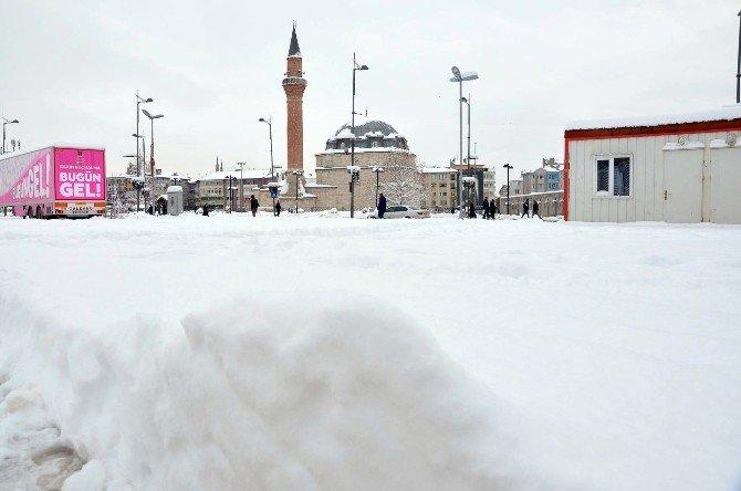 Sivas'ta 618 Köy Yolu Ulaşıma Kapandı