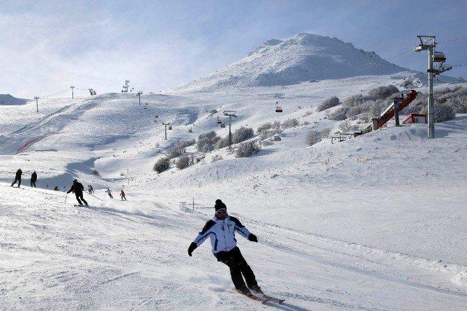 Yıldız Dağı'nda Kar Kalınlığı 75 Santimetreyi Buldu