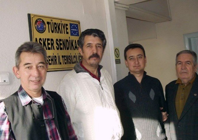 Astsubaylar Subaylardaki Hakların Kendilerine De Verilmesini İstiyor