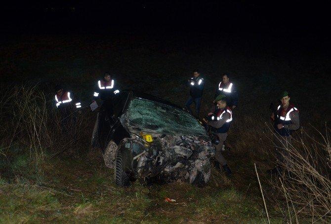Otomobiller Kafa Kafaya Çarpıştı 5 Ölü