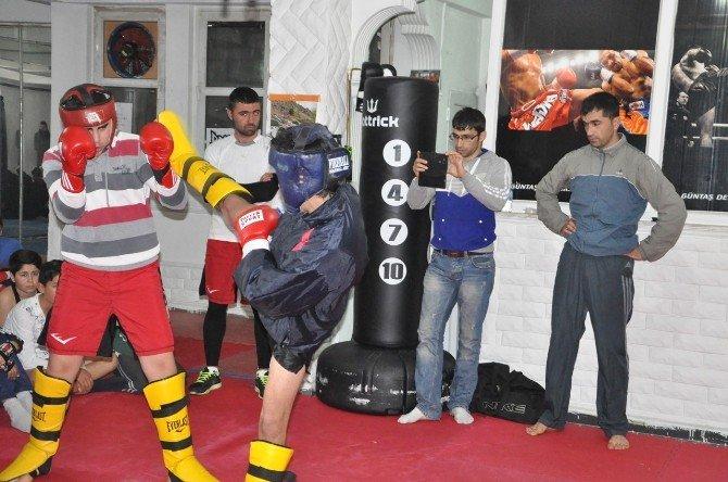 Tunceli'de Kick Boks Kardeşlik Müsabakası