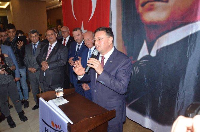 Hatay Büyükşehir Belediye Başkanı Savaş, muhtarlarla bir araya geldi