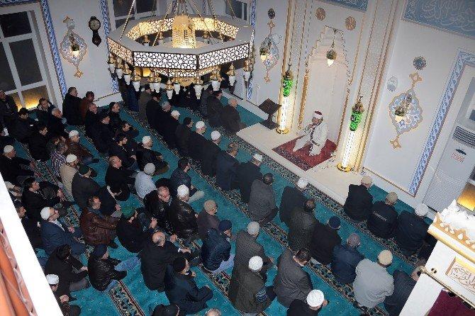 Başkan Hasan Can, Sabah Namazında Cemaatle Buluştu