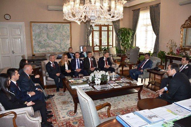 Vergi Dairesi Başkanı Vali Erdoğan Bektaş'ı Ziyaret Etti