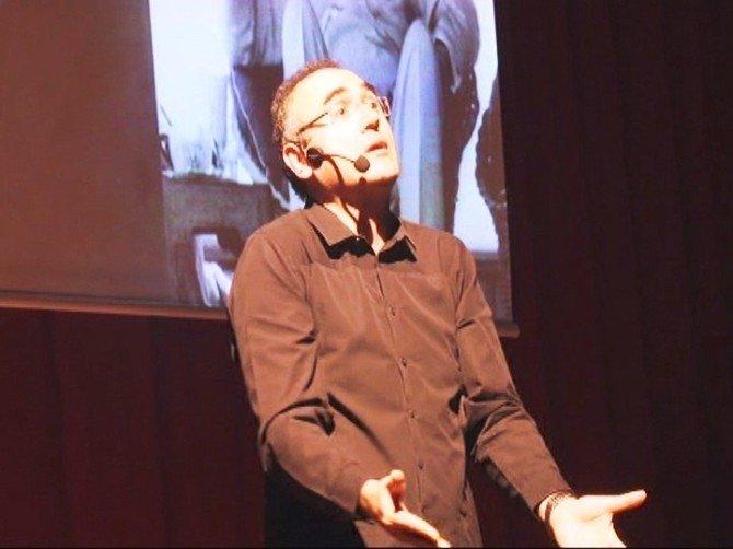 Sanatçı Ve Yazar Sunay Akın Malatya'da Söyleşi Programına Katıldı