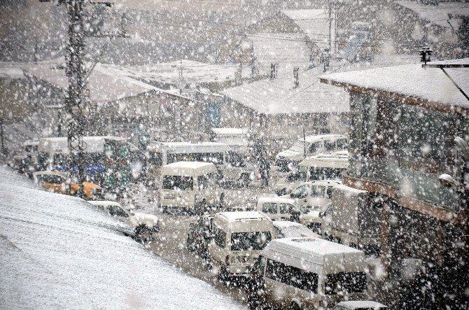 Yüksekova'da Kar Yağışı