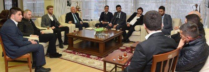Genç MÜSİAD Üyeleri, Başkan Sekmen'i Ziyaret Etti