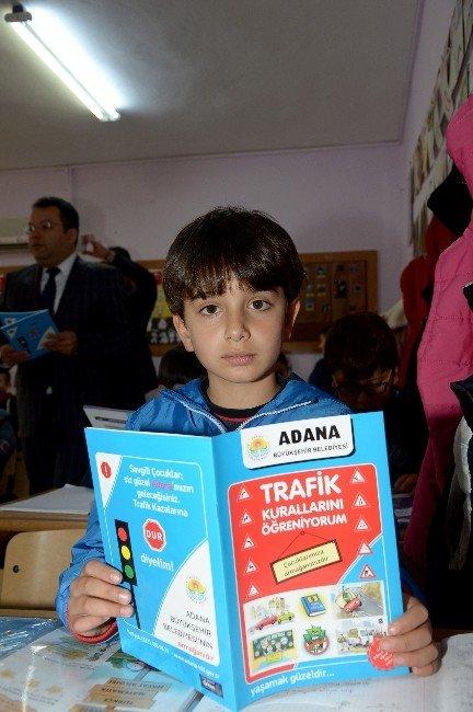 Büyükşehir'den Öğrencilere Kitap Dağıtımı