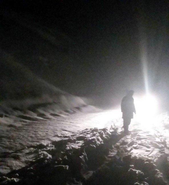 Yolda Mahsur Kalan Vatandaşları Jandarma Kurtardı