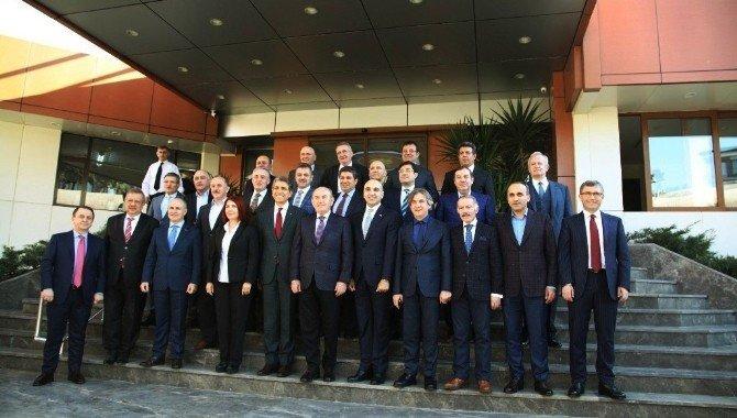 Başkan Öz, İstanbul'u Yöneten Belediye Başkanlarıyla Bir Araya Geldi