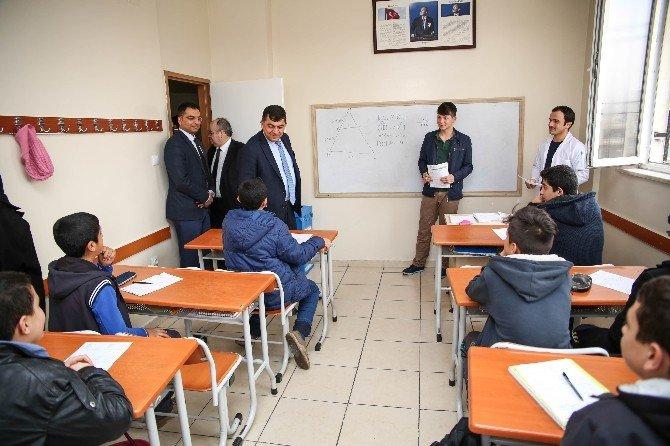 Başkan Fadıloğlu, Öğrencileri Ziyaret Etti