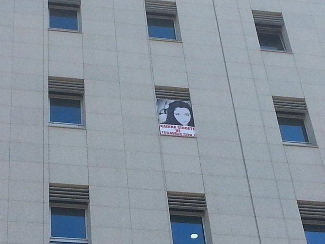 Tanal, Cansu B.K.'nın fotoğrafını TBMM'deki odasının penceresine astı