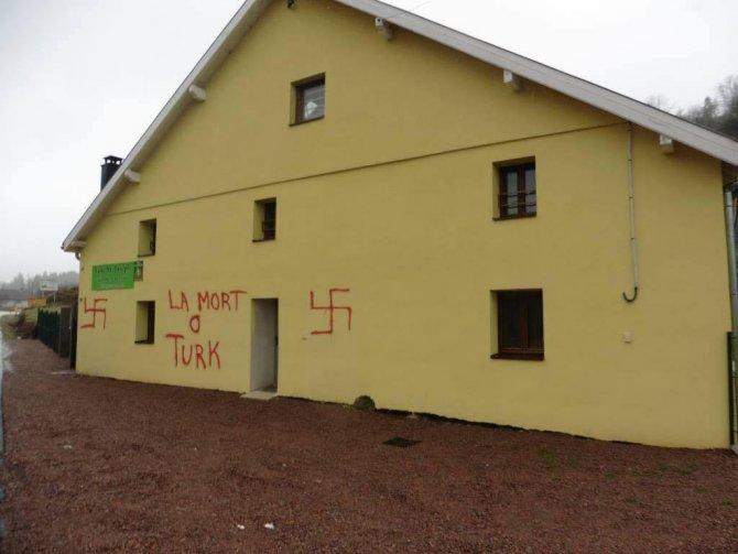 Fransa'da bir işletmenin duvarına 'Türklere ölüm' diye yazıldı
